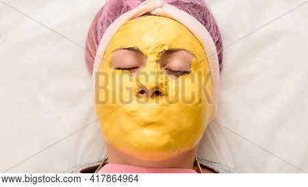 The Gold Mask Covers The Whole Face Except The Eyes, A Mask To Restore, Moisturize And Rejuvenate Th
