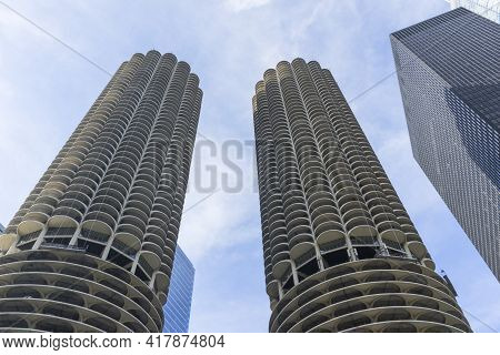 Chicago, Illinois (usa) - April 22,2018 : View Of The Landmark Twin Towers Marina City Building Comp