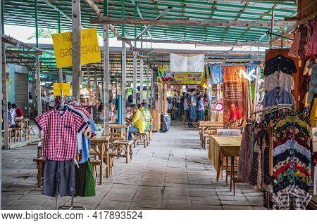 Bangkok/thailand-12/07/2020-unacquainted People In Ladmayom Floating Market.khlong Lat Mayom Is A Tr