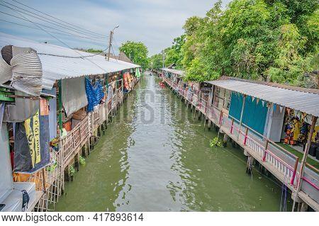 Bangkok/thailand-12/07/2020-ladmayom Floating Market.khlong Lat Mayom Is A Traditional Floating Mark