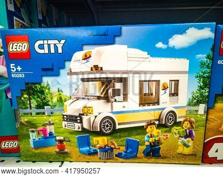 Constructor Lego City Great Vehicles Vacation In A Rv 60283 In A Hypermarket On Sale 11.04. 2021 In