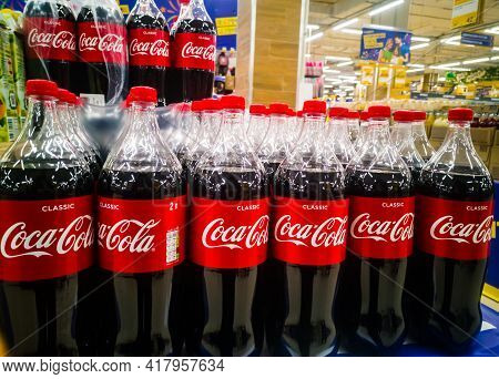 Plastic Two-liter Bottles Of Coca-cola In Bags In The Hypermarket On Sale From 11.04. 2021 In Russia