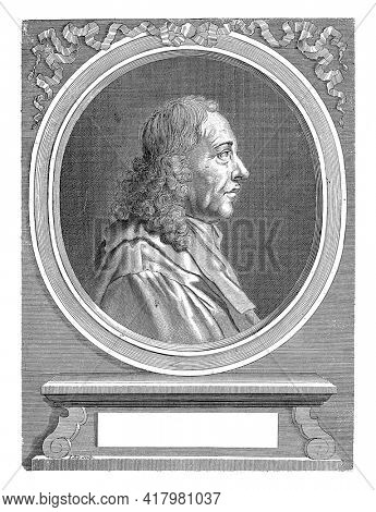 Portrait bust of Marcello Malpighi, doctor and anatomist in Bologna and founder of microscopic anatomy, in oval shape.