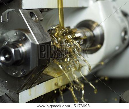 Moving oil in a machine