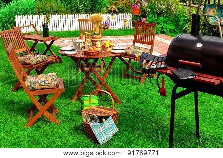 Backyard Summer Bbq & Cocktail Party Scene