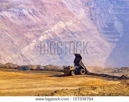 Dump-body truck pour the ore in open-cast mine