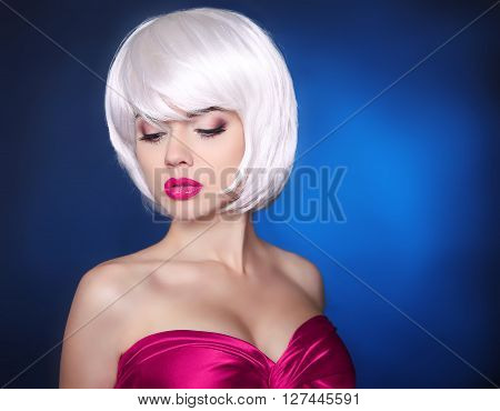 Fashion Beauty Blond Girl. Makeup. Bob Hairstyle. White Short Hair. Face Eye Make-up Close-up.  Frin