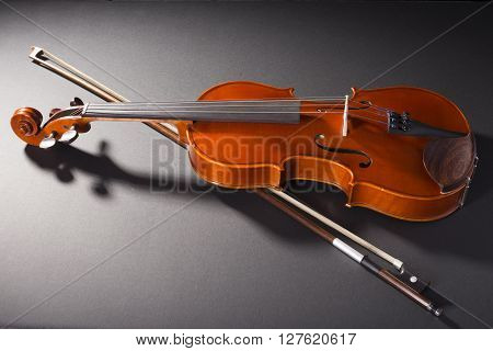 Justa a violin lay down ready to be played