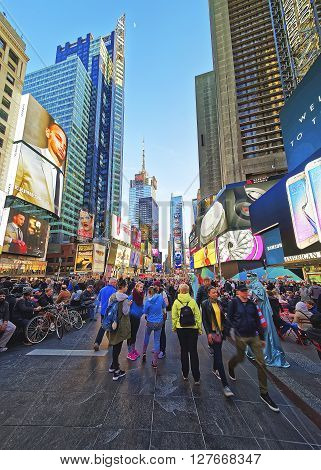 Crowded 7Th Avenue And Broadway In Times Square