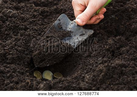 man plants money. Unprofitable investment of money