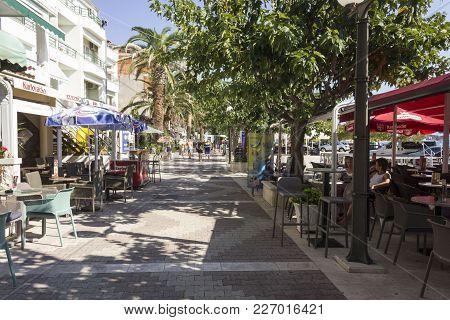 Baska Voda - Croatia -august 15 2017: Baska Voda Promenade With Bar And Restaurants