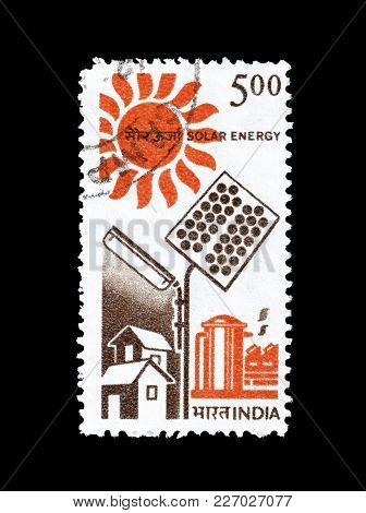 India - Circa 1988 : Cancelled Postage Stamp Printed By India, That Shows Use Of Solar Energy.