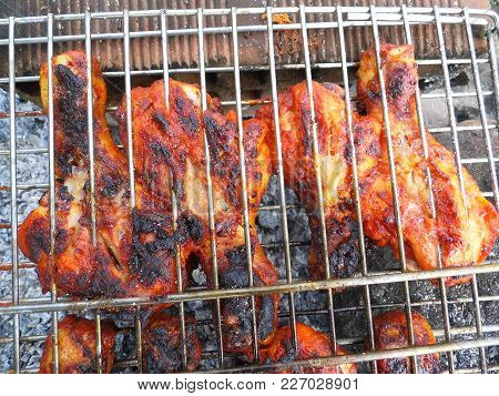 Bud And Chicken Barbecue Skewers, Make Barbecued Chicken, Barbecued And Fried Chicken Are Great,