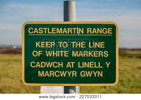 Sign: Keep To The Line Of White Markers (english & Welsh), Seen At Castlemartin Range In Pembrokeshi