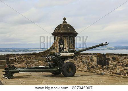 One O'clock Cannon At Edinburgh Castle, Scotland