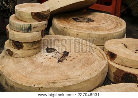Wooden Cutting Boards Of Round Shape, Different Sizes