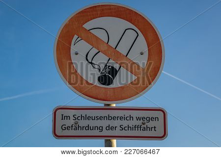 Symbol: No Smoking. Text: In Sluice Area, Because Of Danger For Shipping (german), Seen In Duisburg,