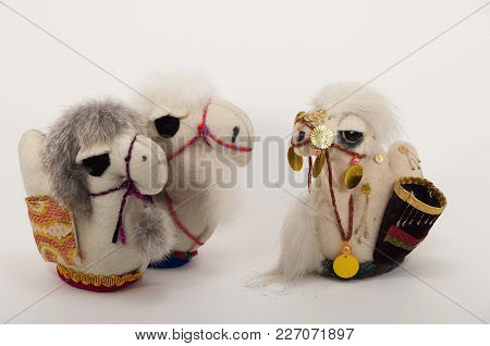 Toy Oriental Souvenir Animals Three Camel Handmade