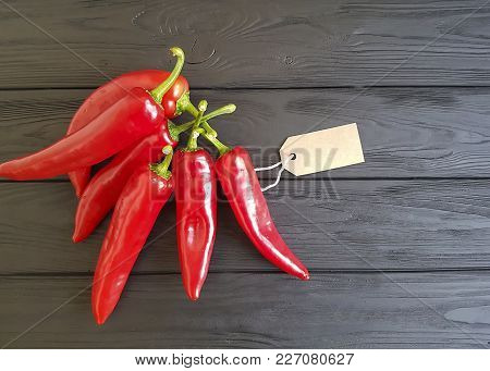 red pepper on a black wooden tag copy space, macro photography, wood, border,