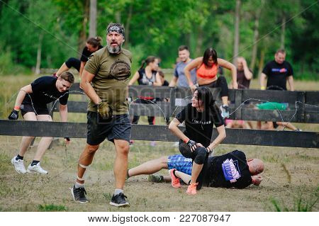 Men And Women At The Start Overcame The Barbed Prick During The Race To The Legion