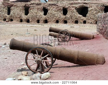 Iran, Hormuz island - Portuguese 500 years old fort's ruin