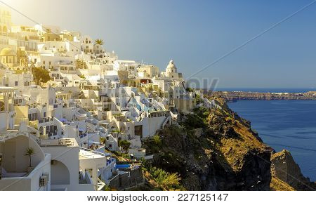 Sunny Morning View Of Santorini Island. Picturesque Spring Scene Of The Famous Greek Resort Fira, Gr