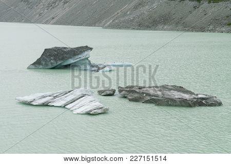 Iceberg Breaking From Glacier On Lake, Fox Glacier New Zealand Natural Landscape Background