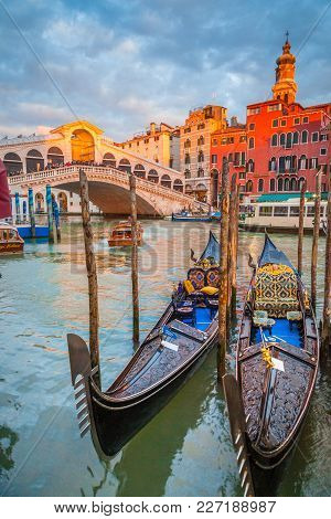 Classic Panoramic View With Traditional Gondolas On Famous Canal Grande With Famous Rialto Bridge In