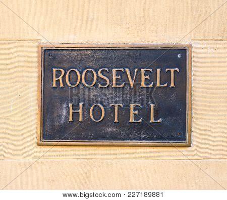 Los Angeles, Ca, Usa - November 02, 2016: Roosevelt Hotel Sign On Hollywood Boulevard