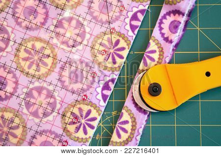 Patterened Quilt Material With Cutter, Cutting Board  And Ruler