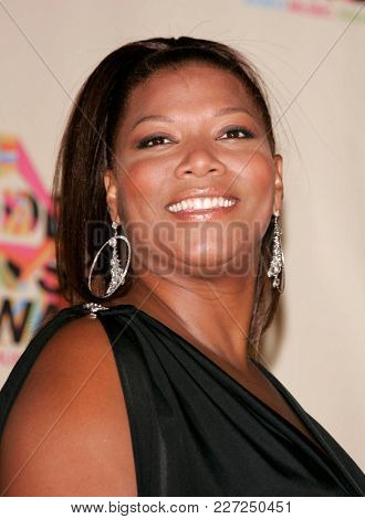 LOS ANGELES - AUG 29:  Queen Latifah in the press room at the Mtv Video Music Awards  on August 29, 2004 in Miami, FL.