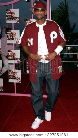 LOS ANGELES - AUG 29:  Will Smith arrives to the Mtv Video Music Awards  on August 29, 2004 in Miami, FL.