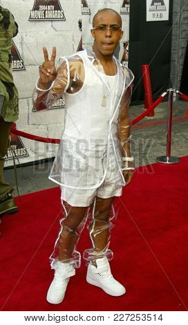LOS ANGELES - JUN 05:  Marques Houston arrives to the Mtv Movie Awards  on June 5, 2004 in Culver City, CA.