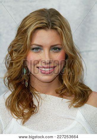 LOS ANGELES - JUN 05:  Jessica Biel arrives to the Mtv Movie Awards  on June 5, 2004 in Culver City, CA.