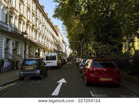 London, England - October 25 2017: Cars Parked Along Residental Victorian Town Houses Near Paddingto