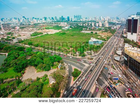 Bangkok, Thailand - March 20, 2015 : City Scape Traffic On Front Of Central World. Traffic Moves Slo