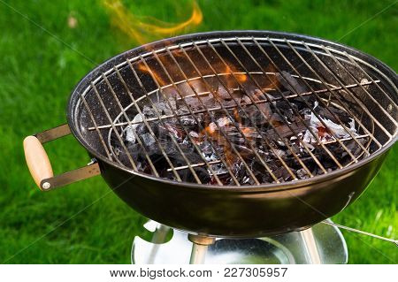 Fire Brazier Close Up Bbq Grill Leisure Red Background