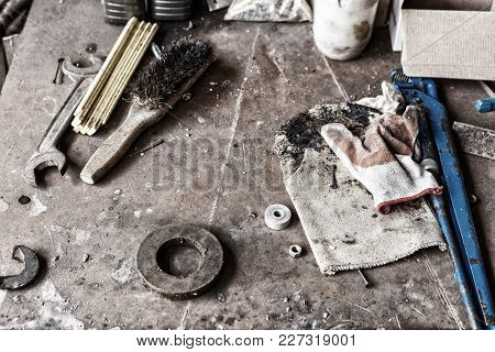 Working Tools And Hardware
