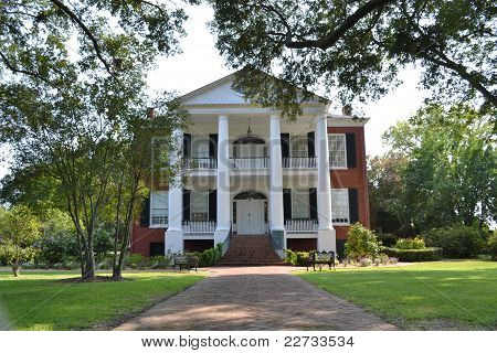 Plantation home of the south