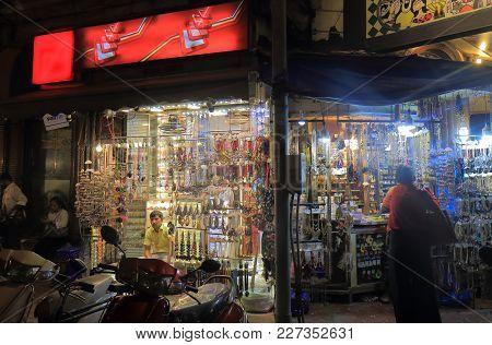 Mumbai India - October 12, 2017: Unidentified People Visit Colaba Causeway Market In Downtown Mumbai