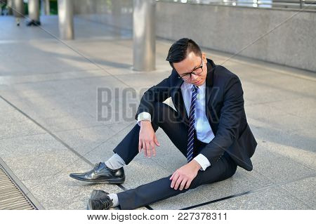 Business Concept Unemployed, Business People Are Working In The Team. Businessmen Are Saddened By Th