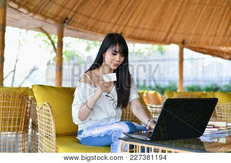 Business Concept. Young Asian Beautiful Young Business People Are Happy To Shop Online. Young Busine
