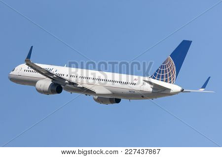 Los Angeles, California, Usa - March 10, 2010: Continental Airlines Boeing 757 Airplane Taking Off F