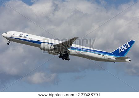 Los Angeles, California, Usa - March 10, 2010: All Nippon Airways (ana) Boeing 777 Aircraft Taking O