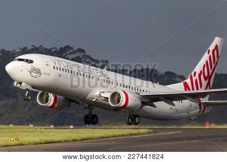 Melbourne, Australia - November 10, 2011: Virgin Australia Airlines Boeing 737-8fe Vh-yva Departing