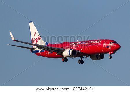 Melbourne, Australia - September 24, 2011: Virgin Blue Airlines Boeing 737-8fe Vh-vue On Approach To