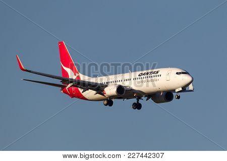 Melbourne, Australia - September 25, 2011: Qantas Boeing 737-838 Vh-vxo On Approach To Land At Melbo