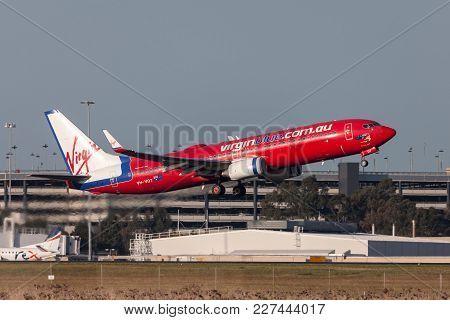 Melbourne, Australia - September 24, 2011: Virgin Blue Airlines Boeing 737-8fe Vh-vot Departing Melb