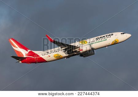 Melbourne, Australia - September 24, 2011: Qantas (jetconnect New Zealand) Boeing 737-838 Zk-zqf  De