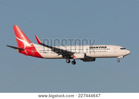 Melbourne, Australia - September 25, 2011: Qantas Boeing 737-838 Vh-vyk On Approach To Land At Melbo